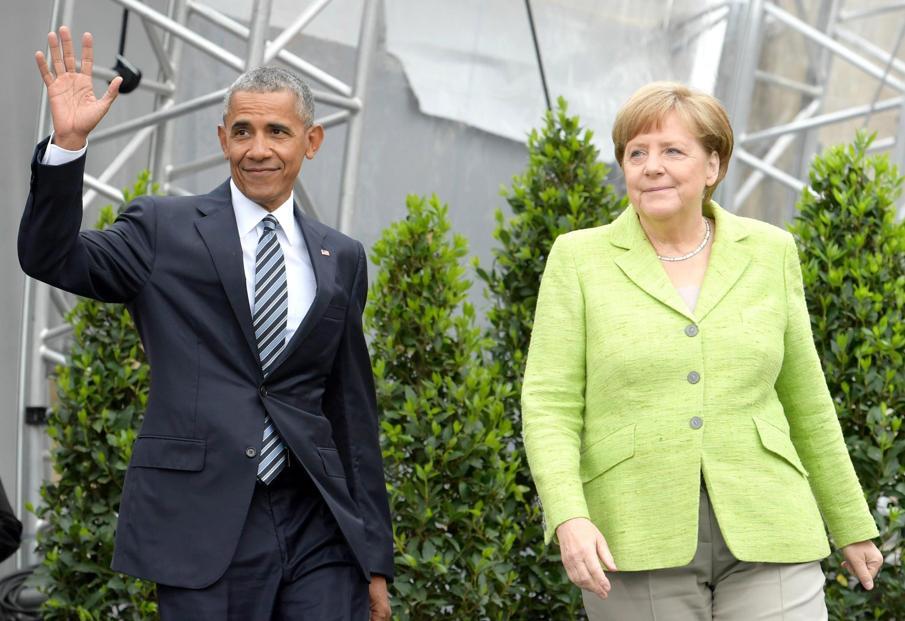 Folla per Obama Berlino, 'mondo a bivio'